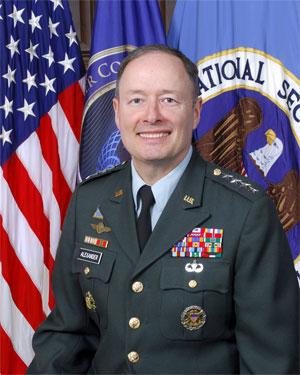 General Keith Alexander é responsável pela segurança da informação no exército dos EUA (Foto: Divulgação/NSA)