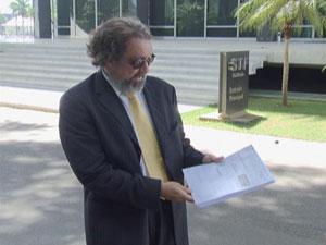 Advogado do senador Demóstenes Torres, Antônio Carlos de Almeida Castro, no STF (Foto: Reprodução/ TV Globo)