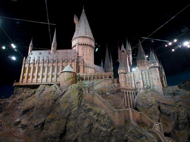Fãs da saga 'Harry Potter' poderão visitar os estúdios onde os oito filmes foram gravados a partir deste sábado (31) (Foto: Jonathan Short/AP)