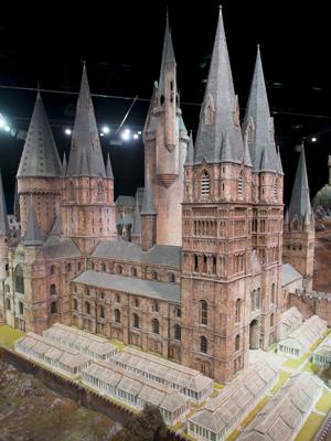 Modelo do castelo de Hogwarts, da saga 'Harry Potter', nos estúdios da Warner Bros em Londres (Foto: Jonathan Short/AP)