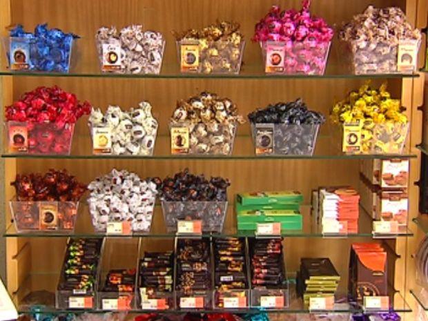 Nutricionista tira as dúvidas sobre os diferentes tipos de chocolate.  (Foto: reprodução/TV Tem)