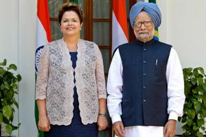 Dilma durante cerimônia de assinatura de atos com o primeiro-ministro da Índia, Manmohan Singh (Foto: Roberto Stuckert Filho / Presidência)