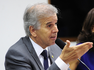 O deputado Edinho Araújo, relator do projeto que determina tolerância zero para álcool no volante (Foto: Luiz Alves/Ag. Câmara)