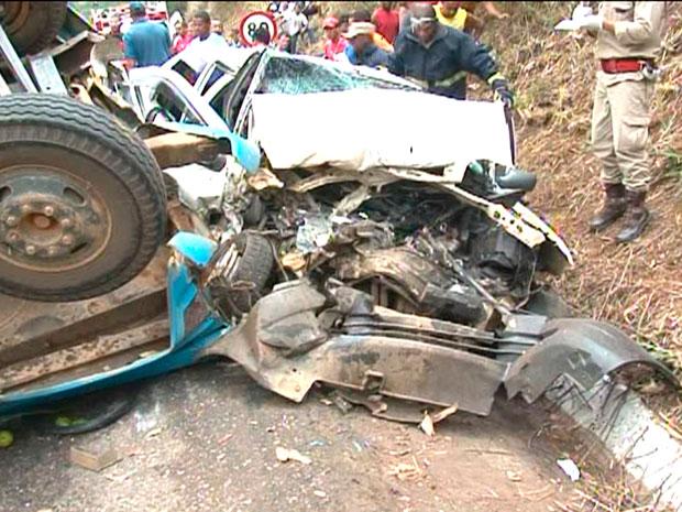 Sobe para três número de mortos em acidente na BR-101, na Bahia (Foto: Imagens/ TV Subaé)