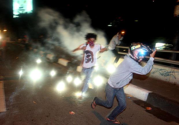 Protesto em Jacarta era contra aumento nos preços de combustíveis previsto pelo governo (Foto: Achmad Ibrahim/AP)