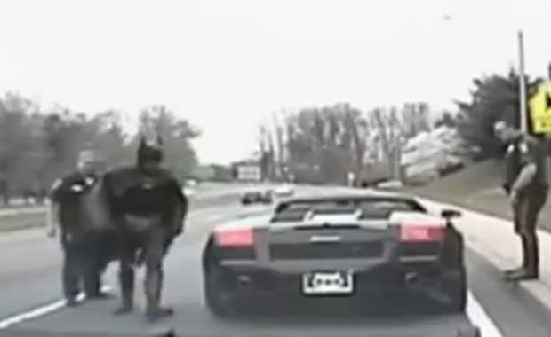 Motorista fantasiado de Batman foi parado pela polícia em Washington. (Foto: Reprodução)