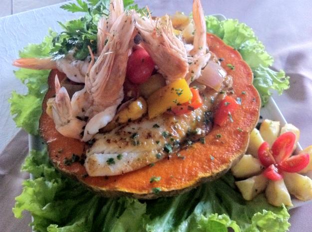 Ingredientes regionais são usados para enriquecer o peixe que pode ser servido na Sexta-feira da Paixão (Foto: Diana Vasconcelos/G1 CE)