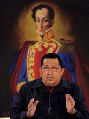 Chávez gesticula durante fala no Palácio Miraflores, em Caracas, antes da viagem a Cuba neste sábado (31) (Foto: Reuters/Palácio Miraflores)