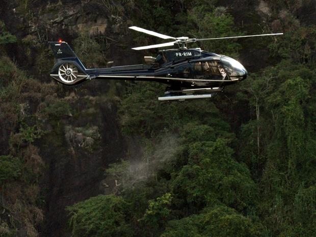 Helicóptero despeja as cinzas de Chico Anysio na Central Globo de Produção (Foto: TV Globo / João Cotta )