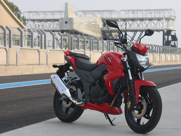 Moto tem preço sugerido de R$ 10.190 (Foto: Rafael Miotto/ G1)