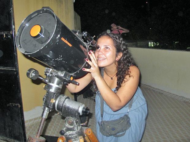 Estudante de geografia, Kizzy defende uso da astronomia na sala de aula (Foto: Vanessa Fajardo/ G1)
