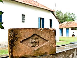 Tijolo com a suástica (Foto: Divulgação / Arquivo Pessoal)