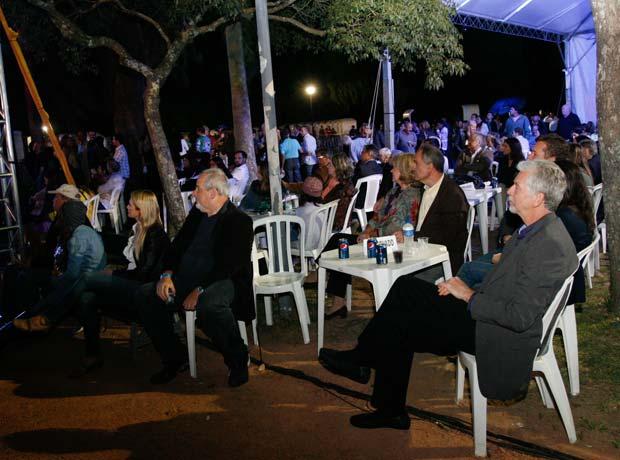 Personalidades como o prefeito José Fortunati participaram da festa na Redenção (Foto: Divulgação/Luciano Lanes / PMPA)
