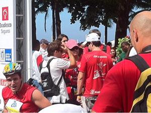 Ciclistas se concentram no local da largada (Foto: Alba Valéria Mendonça/G1)