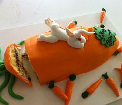 Doceira produziu um bolo típico e simples (Foto: Káthia Mello/G1)