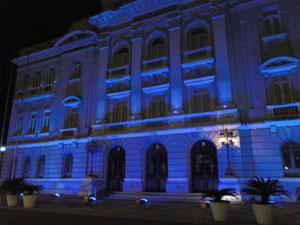 Palácio do Campo das Princesas iluminado de azul (Foto: Ana Cláudia Prazeres / Divulgação)
