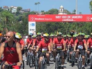 PMs foram os primeiros a cruzar a linha de chegada no Aterro do Flamengo (Foto: Alba Valéria Mendonça/ G1)