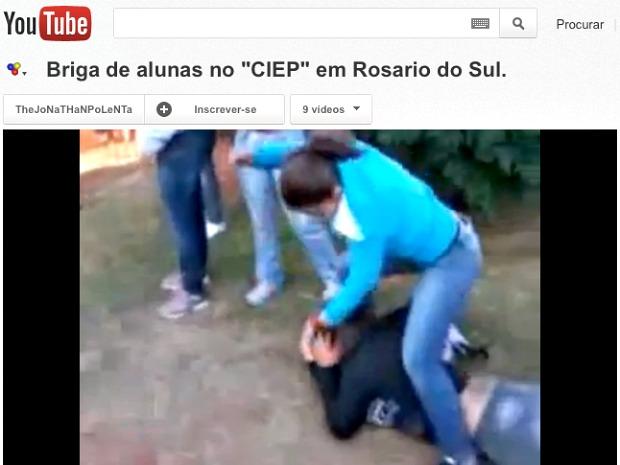 Briga de alunas em escola de Rosário do Sul, RS (Foto: Reprodução/Youtube)