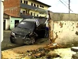 Suspeito invadiu a calçada e matou professora de 40 anosT (Foto: TV Diário/ Reprodução)