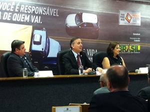 O ministro das Cidades, Aguinaldo Ribeiro, durante entrevista coletiva nesta segunda-feira. (Foto: Natália Godoy/G1)