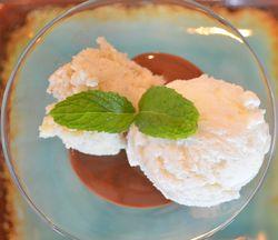 Cocada, sorvete de tapioca e chocolate são usados em receita (Foto: Marina Fontenele/G1 SE)
