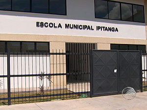 Greve deixa 33 mil alunos sem aulas em Lauro de Freitas, na Bahia (Foto: Reprodução/TV Bahia)