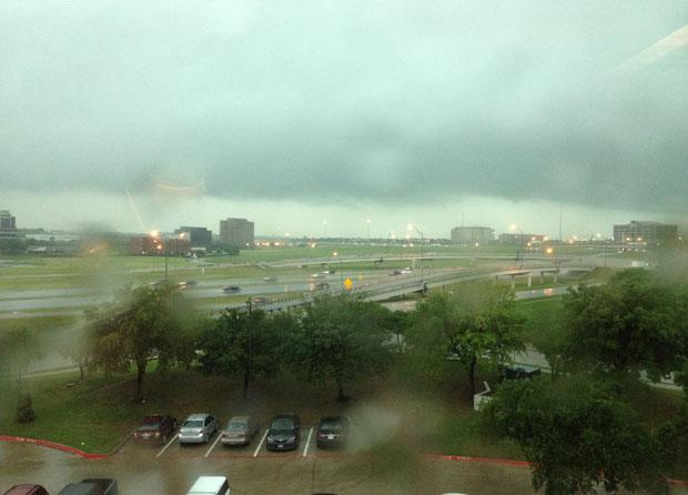 Vista do temporal da janela de Benny Tuler, no escritório onde ele trabalha em Irving, no Texas (Foto: Benny TullerArquivo pessoal)