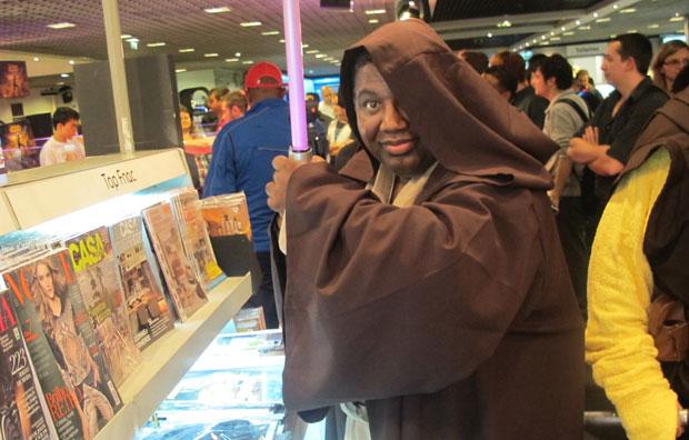 Fãs foram vestidos de Jedi para lançamento de game (Foto: Gustavo Petró/G1)