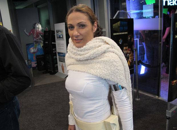 Déia Luz, do fã-clube Rebel Legion, foi vestida de Padmé Amidala em evento realizado em loja de São Paulo (Foto: Gustavo Petró/G1)