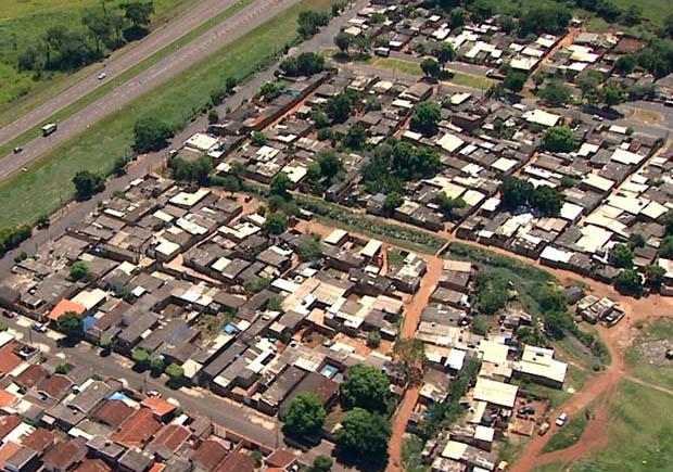 A Favela do Simioni, maior de Ribeirão Preto, abriga 3,4 mil pessoas. (Foto: Reprodução EPTV)