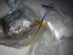 Polícia apreendeu maconha, crack e cocaína.  (Foto: Reprodução/EPTV)