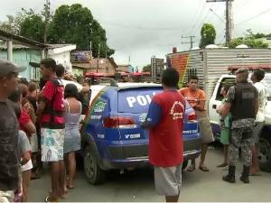 Mulher foi morta em frente à unidade escolar (Foto: Reprodução TV Amazonas)