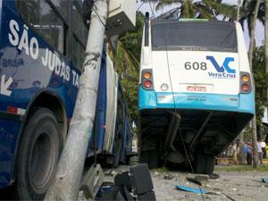 No acidente, 30 pessoas teriam ficado levemente feridas (Foto: Kety Marinho / TV Globo)