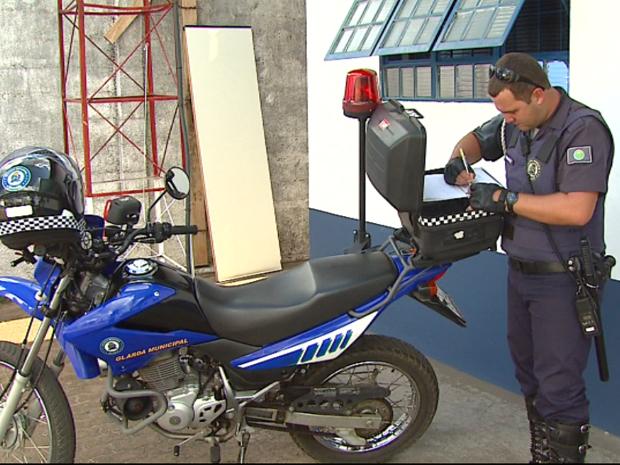 Guarda Municipal participa de abaixo-assinado a favor da arma de fogo para a corporação (Foto: Reprodução/EPTV)