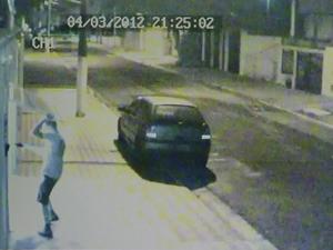 Tentativa de assalto aconteceu na noite desta terça-feira (Foto: Reprodução/TV Tribuna)