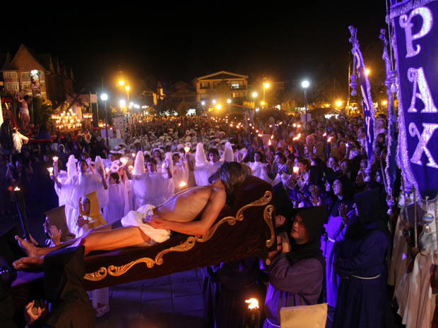 Procissão de Passos é evento tradicional de Gramado (Foto: Cleiton Thiele/Divulgação/Serra Press)
