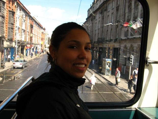 Karla passeando em um ônibus pelas ruas de Dublin (Foto: Arquivo pessoal)