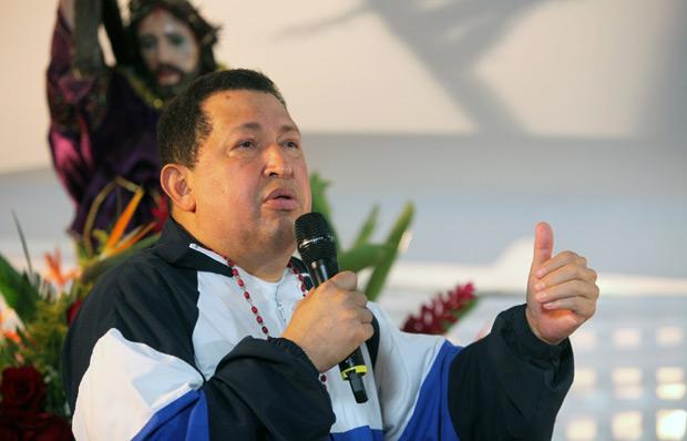O presidente da Venezuela, Hugo Chávez, durante missa nesta quinta-feira (5) em Barinas (Foto: AFP)