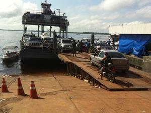 Cinco balsas operam na travessia Manaus-Careiro da Várzea (Foto: Carlos Eduardo Matos/G1 AM)