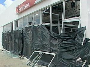 Câmera registra ação de grupo que explodiu banco no interior da Bahia (Foto: Reprodução/TV São Francisco)