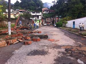 Rua em Teresópolis (Foto: Tássia Thum/G1)