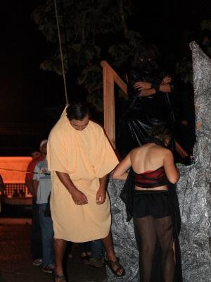 Ator que representa Judas se enforca durante apresentação em Itararé, SP (Foto: Sandro Azevedo - Virtual Guia)