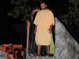 Ator simularia o enforcamento de Judas  (Foto: Sandro Azevedo / Virtual Guia)