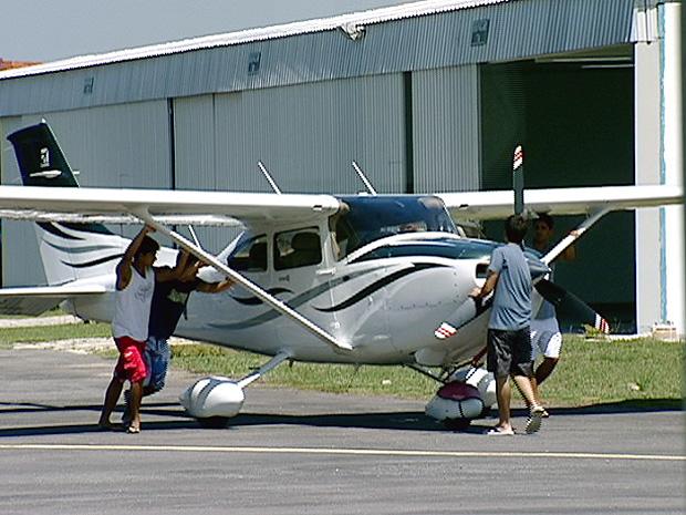 Familiares e amigos ajudam nas buscas por Arnaldo (Foto: Reprodução/TV Gazeta)