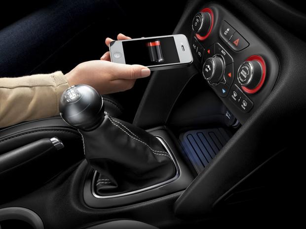 Chrysler apresenta primeiro carregador para celular sem fio (Foto: Divulgação)