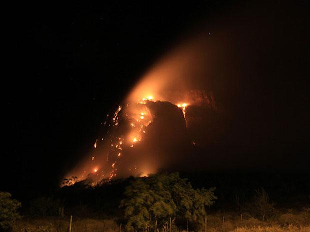 Fogo em Tanquinho, na Bahia (Foto: Lucas Sampaio Ribeiro/VC no G1)