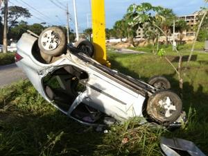 Seis passageiros de Prisma ficaram feridos (Foto: Carlos Eduardo Matos/G1 AM)