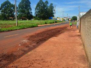 Lama causada pela chuva no Jardim Cruzeiro do Sul II em Araraquara (SP) (Foto: Rodrigo Maia/G1)