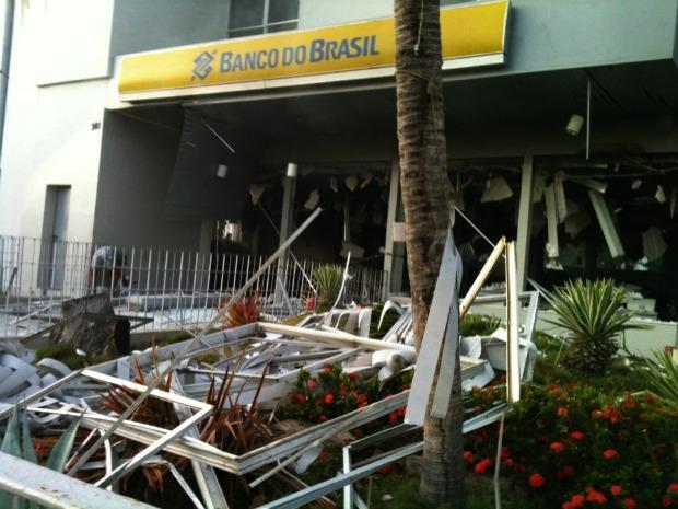 Agência bancária de Pentecoste foi explodida durante ação de assaltantes na madrugada desta terça-feira (10) (Foto: Johnys Pinho/ Arquivo Pessoal)
