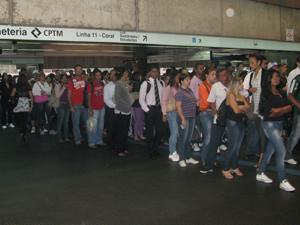 Na estação Corinthians Itaquera, filas chegam a 90 metros, diz passageiro (Foto: Letícia Macedo/G1)
